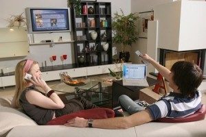 Der neue Trend: gleichzeitig Fernsehen und Internet nutzen